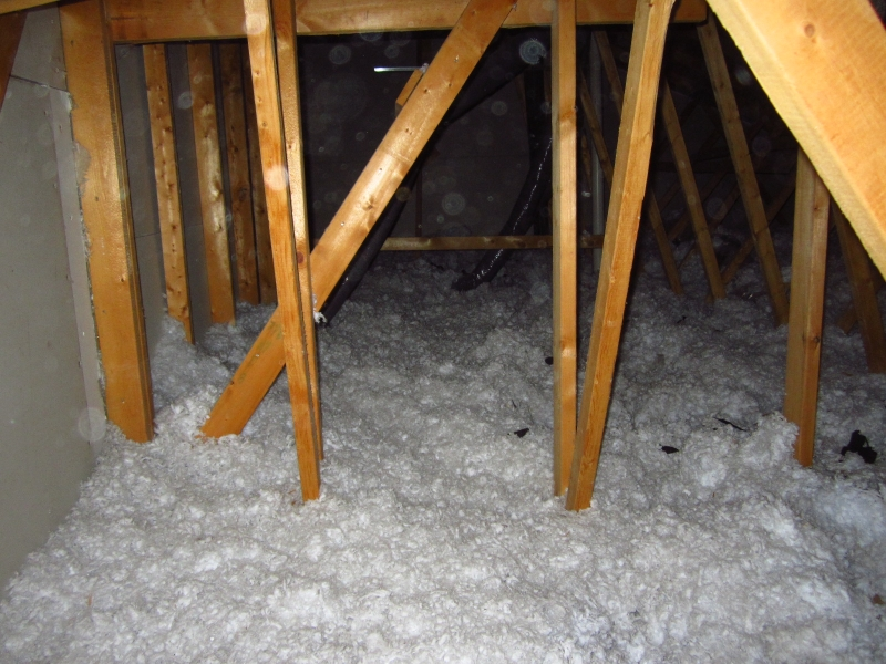 blown-in-fiberglass-insulation-in-attic