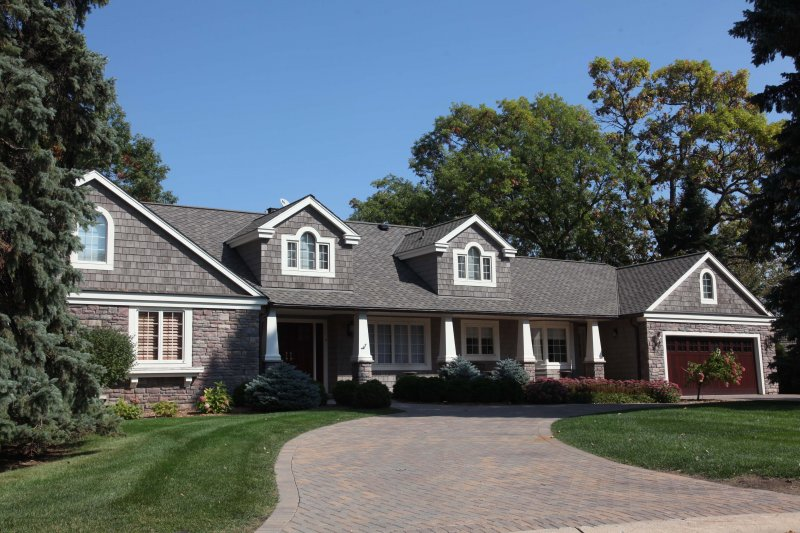 Asphalt roofing contractor Edina