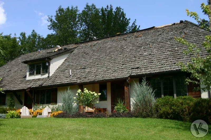BEFORE: Wood Roof on an Orono Cottage